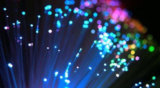 cable-fibra-optica-velocidad-luz